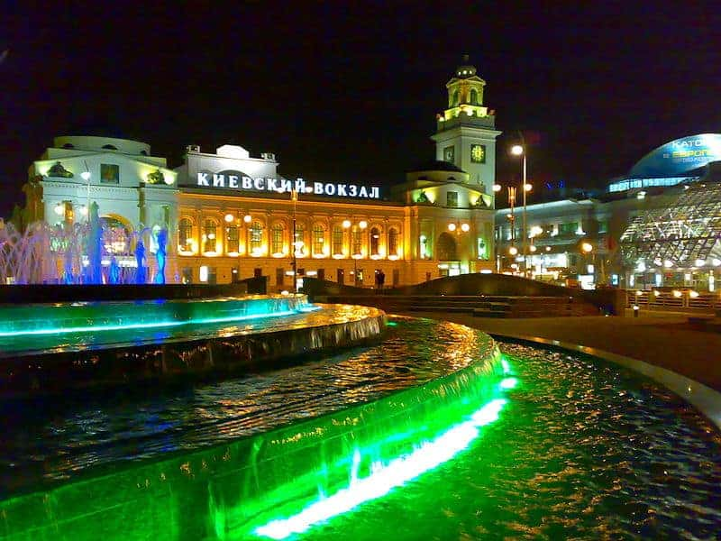 800px-fountain_kievsky_rail_terminal_square_of_europe_moscow